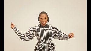 Tope Alabi – I Am Very Happy (Live Video)